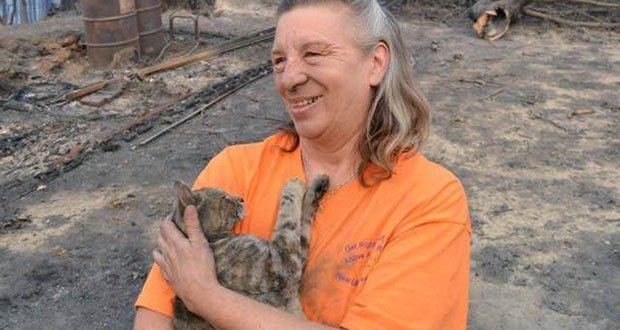 04. Family returns to home destroyed by forest fire to find their cat survived.