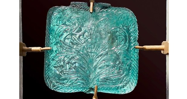 10. Emerald engraved with flowers