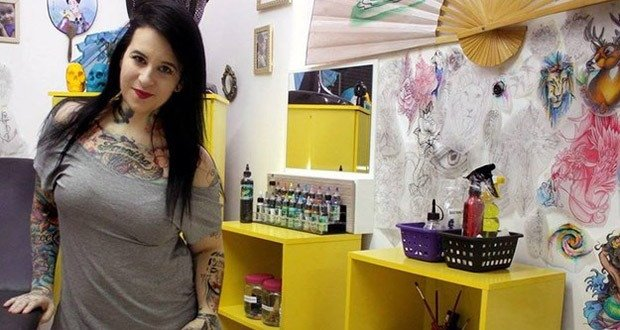 05. Tattoo artist offers free tattoos to victims of domestic violence or masectomy patients