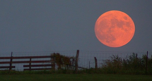 2. Don't Miss Spectacular Full Harvest Moon With Total Lunar Eclipse Sept 27