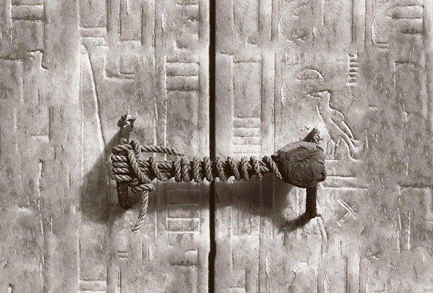 3245 year old seal on Tutankhamen's tomb