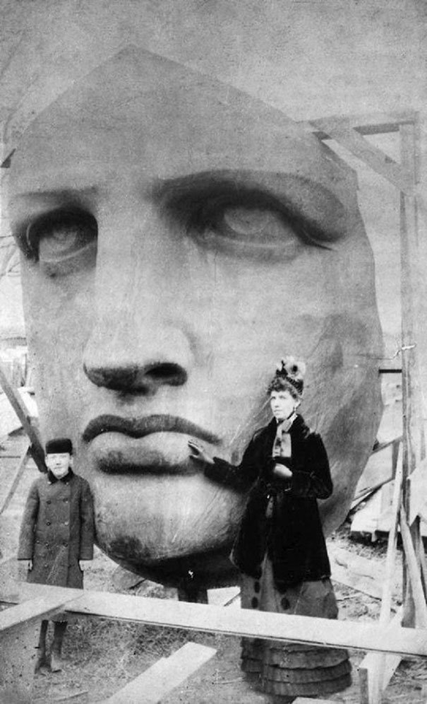 Unpacking head of Statue of Liberty