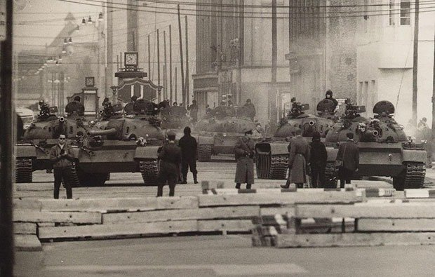 06. Berlin, 1961 - Checkpoint Charlie Foxtrot
