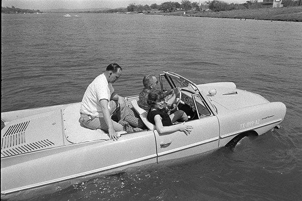 08. Amphibious car