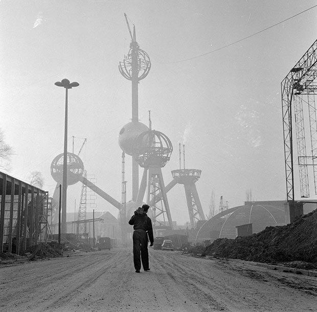 01. Atomium