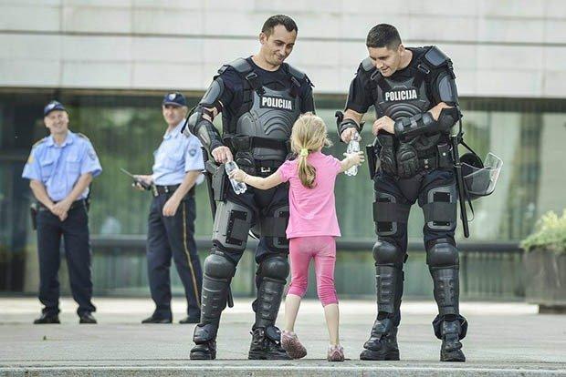 07. Riot Police