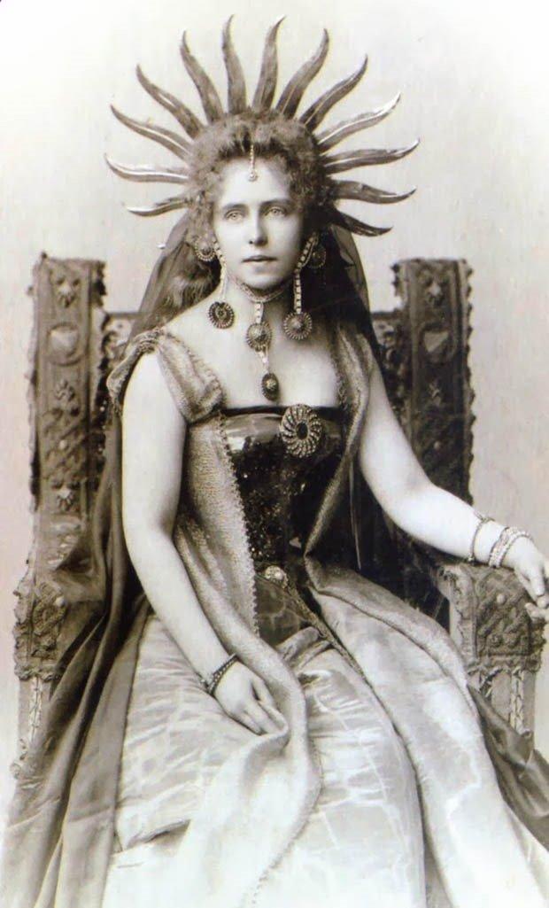 08. Queen Marie