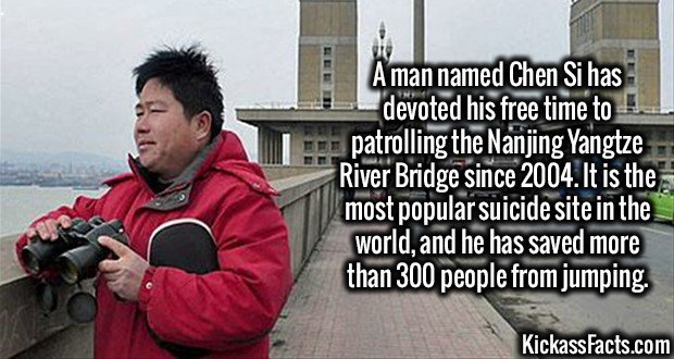 3212 Chen Si-A man named Chen Si has devoted his free time to patrolling the Nanjing Yangtze River Bridge since 2004. It is the most popular suicide site in the world, and he has saved more than 300 people from jumping.