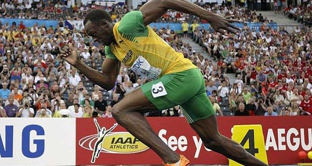 Jamaica's Usain Bolt starts a Men's 200m semifinal during the World Athletics Championships in Berlin on Wednesday, Aug. 19, 2009. (AP Photo/David J. Phillip)