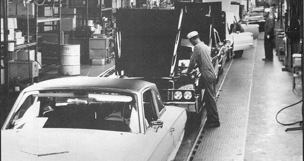 Ford-Thunderbird_assembly_line