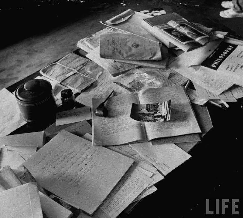 03. Einstein's desk