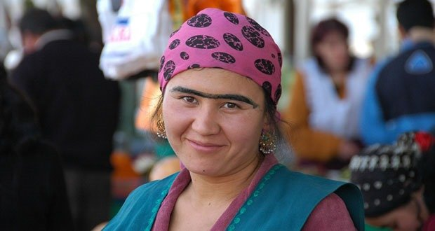 "Creating a unibrow with eyeliner or charcoal is popular in the Dushanbe market scene, much to the dismay of eyebrow waxers. Taken at Shah Mansur Bazaar in Dushanbe, Tajikistan. © <a href=""http://www.uncorneredmarket.com"">www.uncorneredmarket.com</a>"