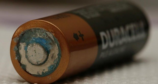 Alkaline battery leaks