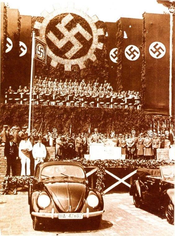 02. Hitler
