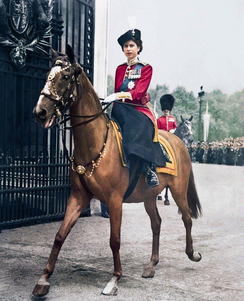 09. Elizabeth II