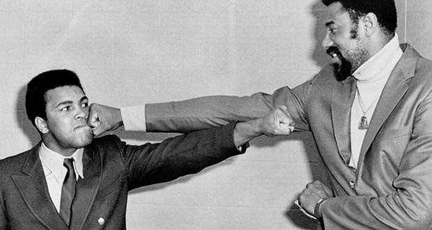 03/10/67 Photo of Basketball great Wilt Chamberlain & Muhammad Ali pose for proposed boxing fight in 1971. The bout never happened. Credit: Bettmann/Corbis SetNumber: D90521