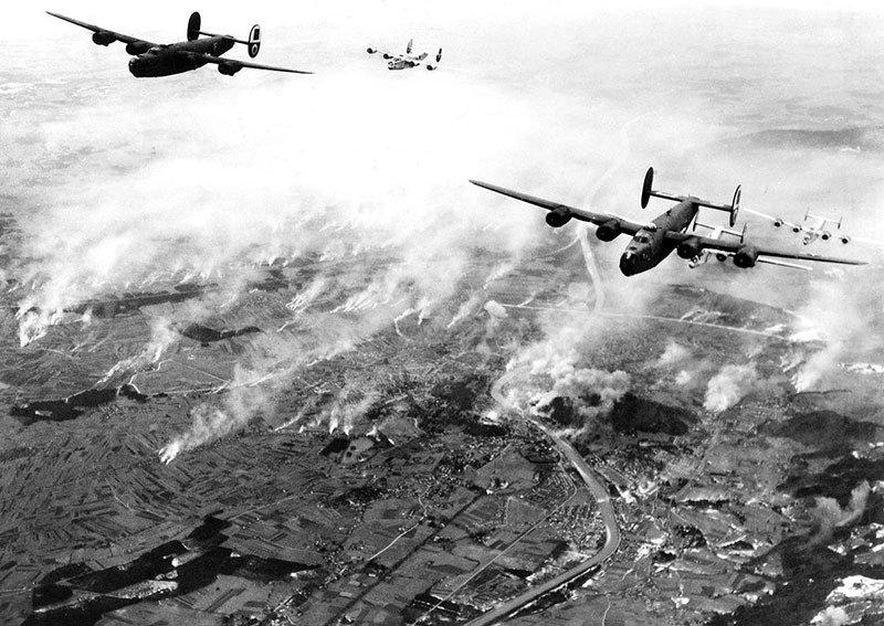 07. B-24s