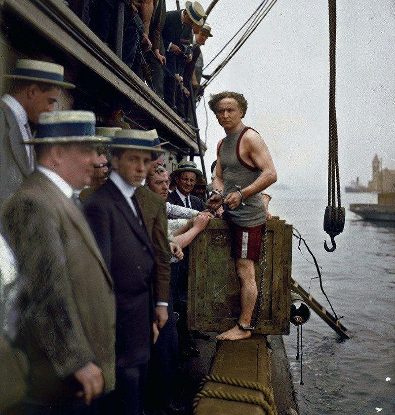 08. Harry Houdini