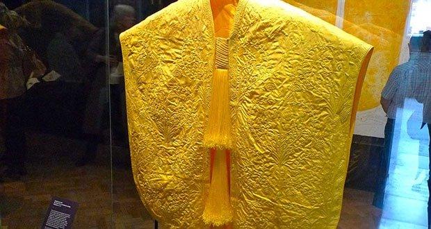 Golden spider silk cloth