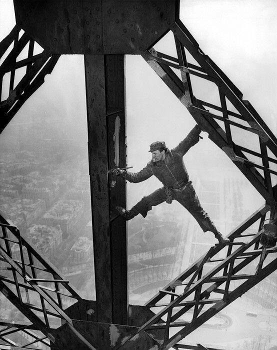 worker painting eiffel tower