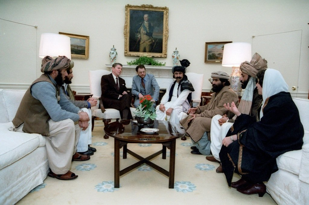 reagen-meets-with-the-afghan-mujahideen