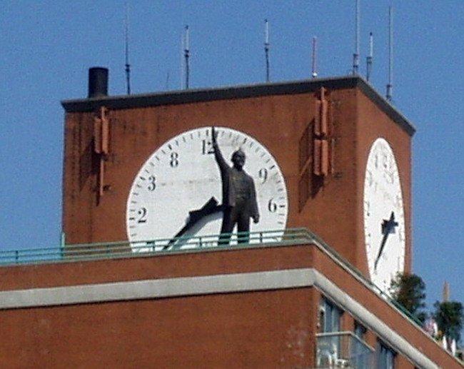 17-foot statue of Vladimir Lenin
