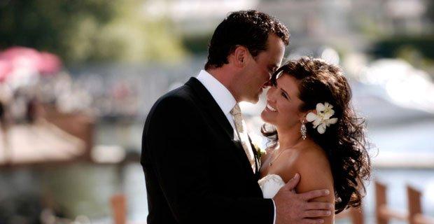 kiss on wedding