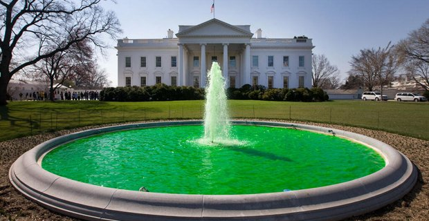White_House_fountain_dyed_green_for_Saint_Patrick's_Day