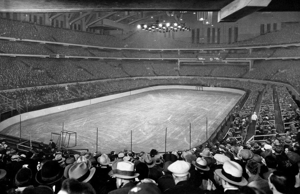 fans pack Chicago stadium